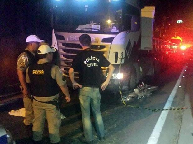 Agente da polícia federal morre em acidente na BR-267 em Juiz de Fora (Foto: Rodrigo Soares/G1)