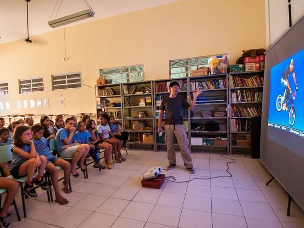 As fotos da viagem pelo Japão servem de base para palestras que o produtor cultural ministra em escolas de Londrina (Foto: Wilton Mitsuo Miwa/ Arquivo Pessoal)