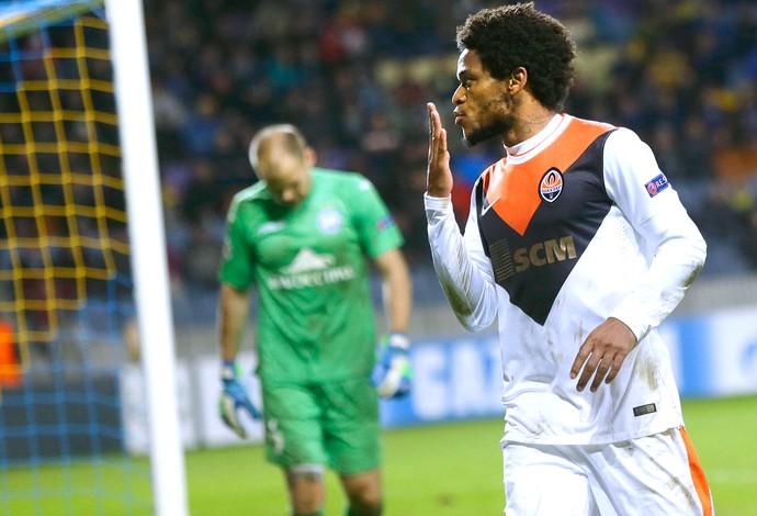Luiz Adriano comemora gol do Shakhtar contra o Borisov (Foto: Agência AP )