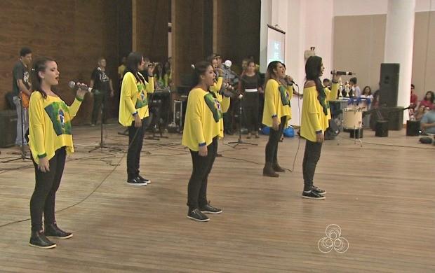Alunos de 14 escolas estaduais participaram do Festival Corais Estudantis na capital (Foto: Acre TV)