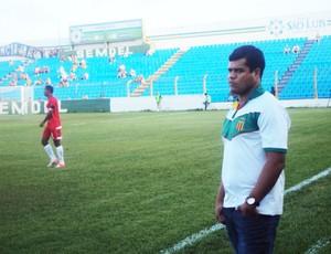 Dejair Ferreira durante partida diante o Imperatriz (Foto: Afonso Diniz/Globoesporte.com)