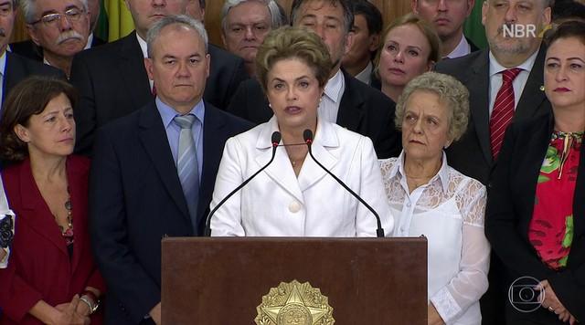 Dilma admite erros, mas não crimes, ao deixar o Palácio do Planalto