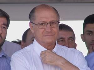 Geraldo Alckmin esteve na região de Botucatu neste sábado  (Foto: Reprodução / TV TEM)