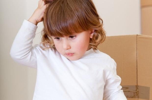 A infestação por piolho ocorre mais em crianças, principalmente nas que frequentam escolas (Foto: Shutterstock)