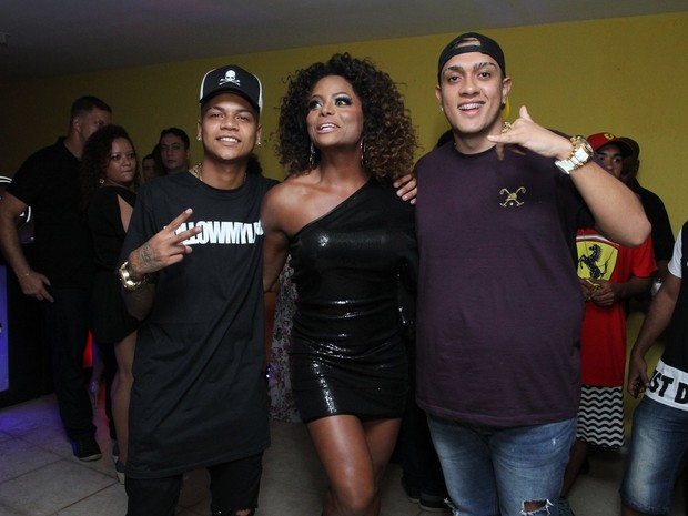 MC Duduzinho, Adriana Bombom e MC Bin Laden em festa no Rio (Foto: Marcos Ferreira/ Brazil News)