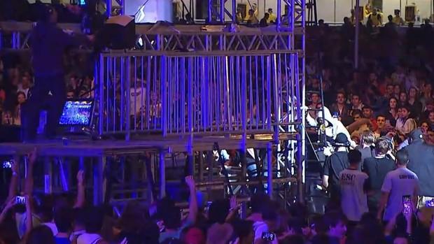 Bastille no meio do público durante a música Flaws no Lollapaloza (Foto: Gshow)
