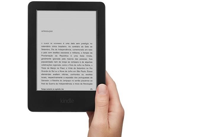 Com tamanho pequeno e leve, será possível levar o novo Kindle no bolso (Foto: Reprodução/Amazon)
