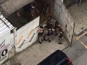 Policiais militares durante ação no local (Foto: Bibiana Moura/Arquivo pessoal)