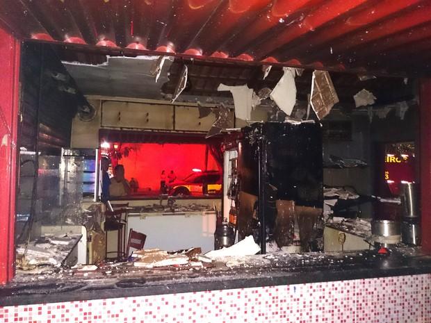 Incêndio destrói quiosque em Palmas (Foto: Gleydsson Nunes/CBN Tocantins)