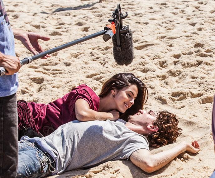 Giovanna Lancellotti e Johnny Massaro vivem os primos Luana e Cesário em A Regra do Jogo (Foto: Artur Meninea/ Gshow)