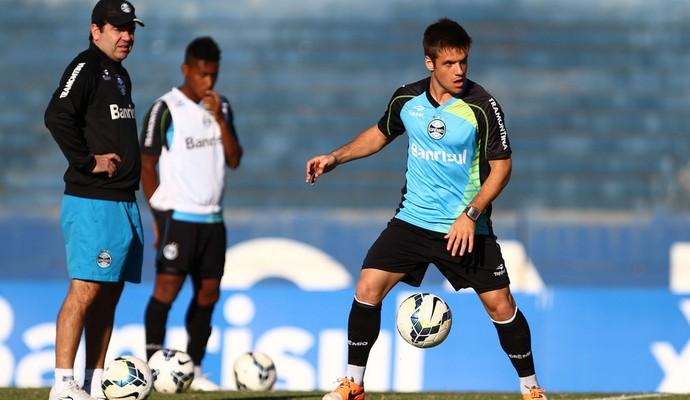 Ramiro deverá ser um dos poucos titulares em campo contra o Atlético-MG (Foto: Lucas Uebel/Grêmio)
