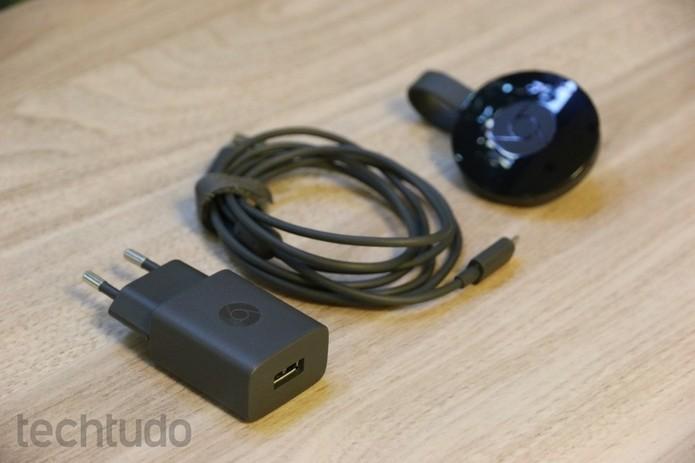 Chromecast 2 precisa estar sempre conectado à alimentação (Foto: Caio Bersot/Techtudo)