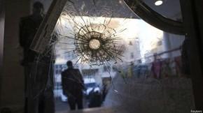 Dois homens armados com facas, machados e revólveres atacaram uma sinagoga em Jerusalém Ocidental  (Foto: Reuters/ BBC)