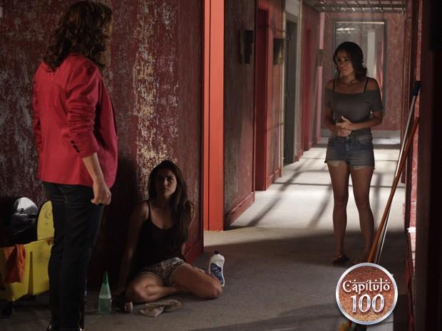 Wanda escuta Morena dizendo que está grávida (Foto: Salve Jorge/TV Globo)
