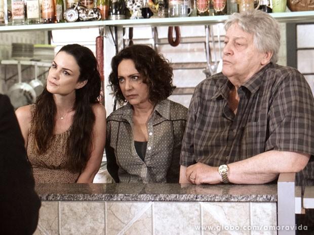 Mas Gina, Ordália e Denizard percebem de cara que ele é o pai (Foto: Amor à Vida/ TV Globo)