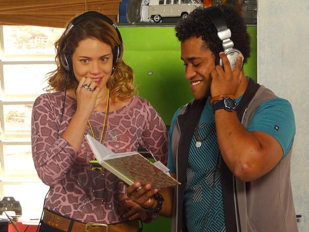 Rosário grava música para entregar a Fabian (Foto: Divulgação/TV Globo)