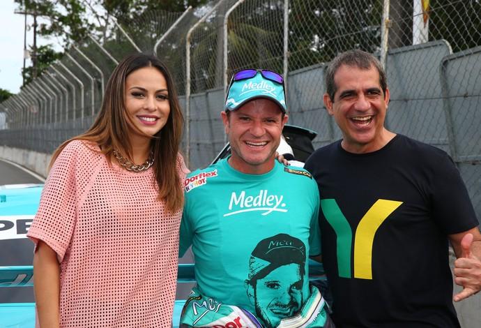 Rubens Barrichello levou Durval Lelys e Alinne Rosa para andar de Stock no circuito de rua de Salvador (Foto: Divulgação)
