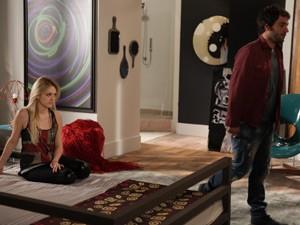 Davi estranha atitude de Megan (Foto: Pedro Curi / TV Globo)
