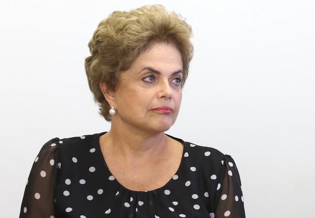 A presidente Dilma Rousseff durante cerimônia de Assinatura de renovação de contrato de arrendamento entre a Secretaria Especial de Portos e o Terminal de Contêineres de Paranaguá Palácio do Planalto (Foto: Lula Marques/Agência PT)