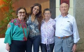 Dira Paes recebe visita da família durante gravação de Salve Jorge
