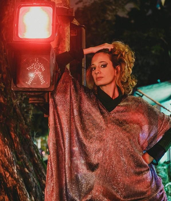 """Letícia Novaes faz sua estreia solo com Letrux em noite de climão: """" (Foto: Sillas Henrique)"""