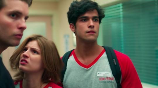 Juliana estranha Caio visitar Ricardo no hospital