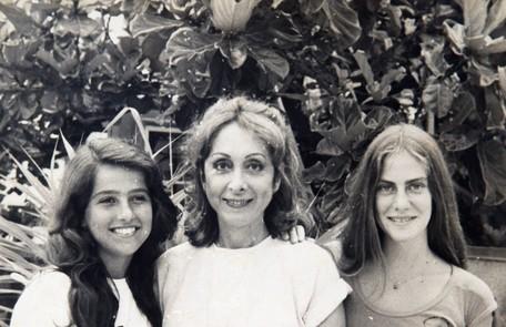 Aos 16 anos, a atriz interpretou Lívia em 'Transas e caretas', filha de Ana (Aracy Balabanian) e irmã de Estela (Dedina Bernardelli) Reprodução