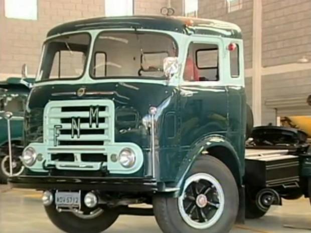 Os caminhões da Fábrica Nacional de Motores fizeram sucesso entre os anos de 1950 e 1970. (Foto: Reprodução TV Tem)