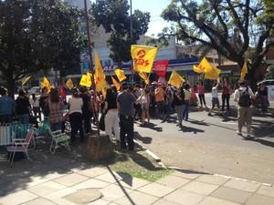 Integrantes do Bloco de Lutas deixaram Assembleia e foram para a reunião com o governo do RS (Foto: Roberta Salinet/RBS TV)