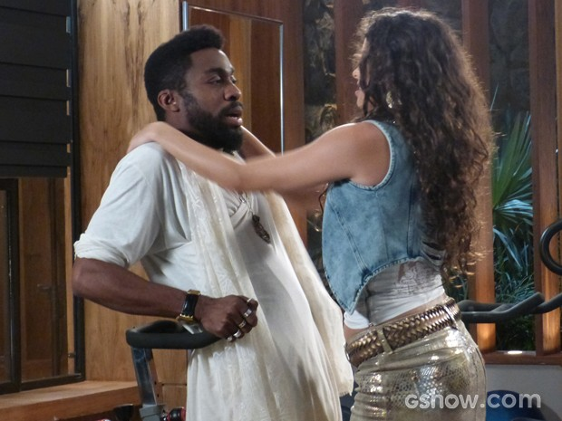 Gata não dá nem chance para guru escapar (Foto: Geração Brasil/TV Globo)