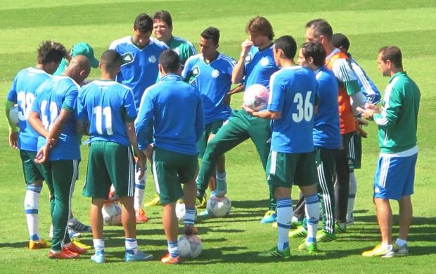 Time reunido Palmeiras Treino (Foto: Marcelo Hazan)