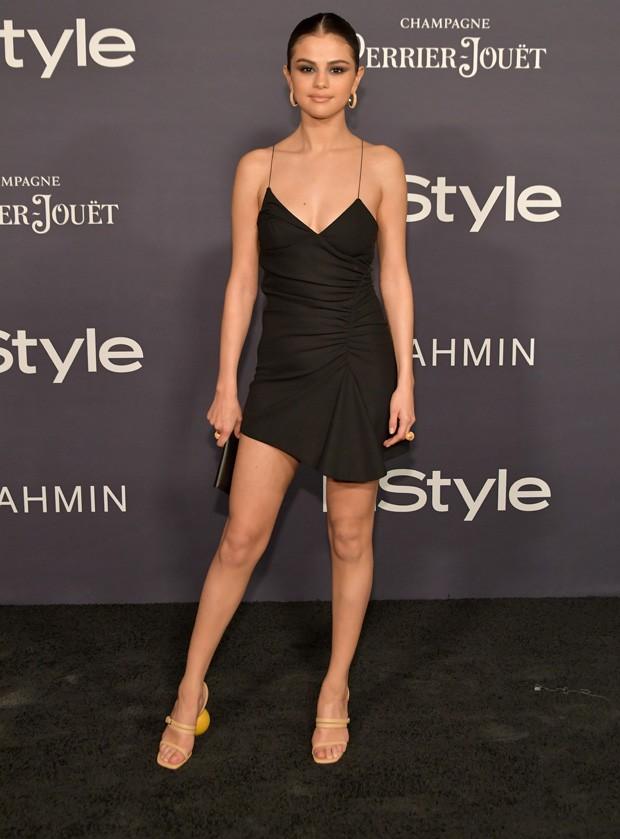 Selena Gomez usa sapato com salto curioso (Foto: Getty Images)