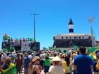 Grupo protesta e pede impeachment da presidente Dilma em Salvador
