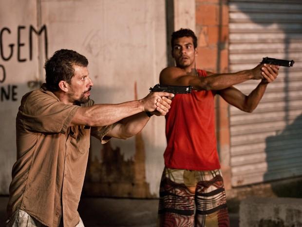 Milhem Cortaz e Marcelo Mello Jr. em 'Alemão' (Foto: Divulgação)