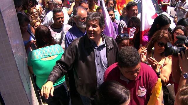 Fernando Haddad participa de caminhada em Perus