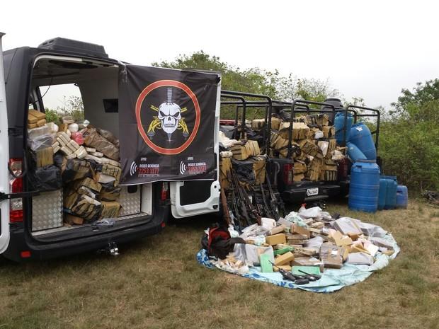 Drogas estavam escondidas no meio da mata na Ilha do Governador  (Foto: Divulgação/Bope)