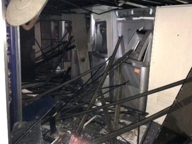 Caixas eletrônicos foram explodidos em ataque de quadrilha em Hortolândia (Foto: Reprodução / EPTV)