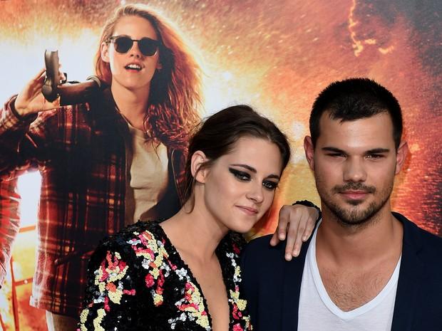 Taylor Lautner e Kristen Stewart em première de filme em Los Angeles, nos Estados Unidos (Foto: Mark Ralston/ AFP)