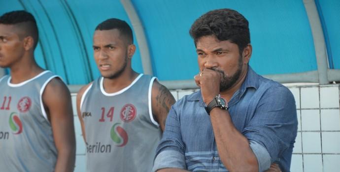 Índio Ferreira, treinador do Internacional-PB (Foto: Hévilla Wanderley / GloboEsporte.com/pb)