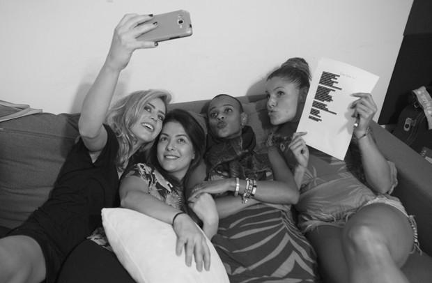 Bastidores do ensaio do show da Rouge (Foto: Carol Caminha)