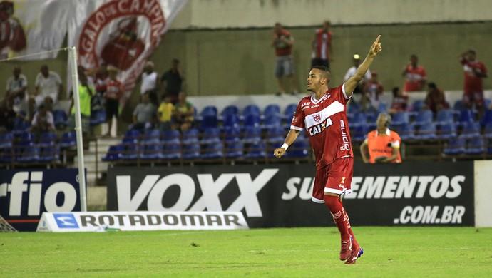 Jovem Maxwell entoru no segundo tempo e fez o terceiro gol do Galo (Foto: Ailton Cruz/ Gazeta de Alagoas)