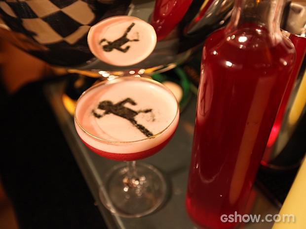 Drink 'O Rebu' é servido para convidados na festa de lançamento (Foto: Pedro Curi/TV Globo)