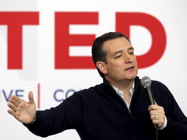 Ted Cruz discursa em Jefferson, Iowa, na segunda (1º) (Foto: Reuters/Jim Young)