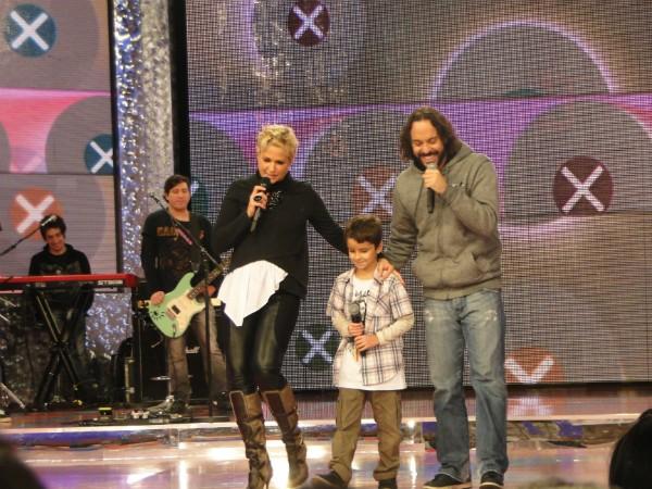 Gabriel, O pensador e o filho Davi fazem dueto de rap no programa (Foto: Globo/Divulgação)