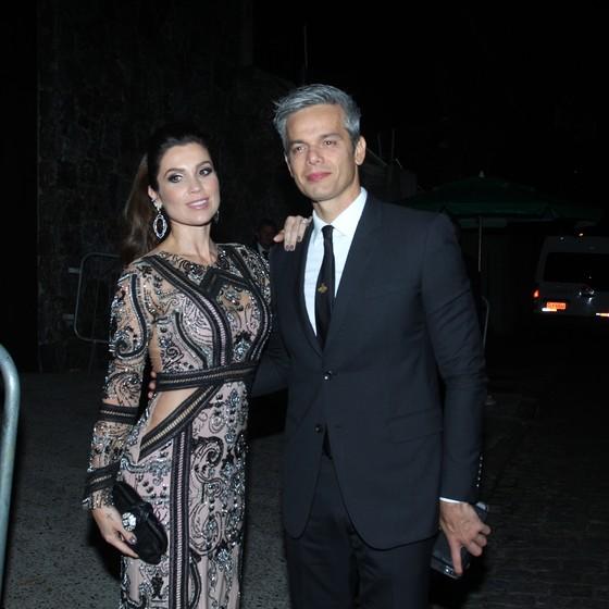 Flavia Alessandra e Otaviano Costa chegam para o casamento (Foto: AG. News)