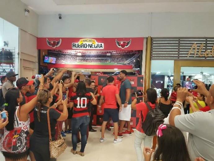 Tarde de autógrafos basquete Flamengo Manaus (Foto: Divulgação)