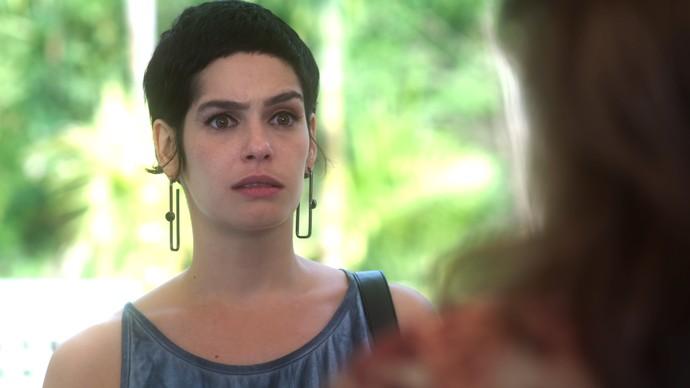 Flavia procura Cidália mais uma vez e recebe péssima notícia (Foto: TV Globo)