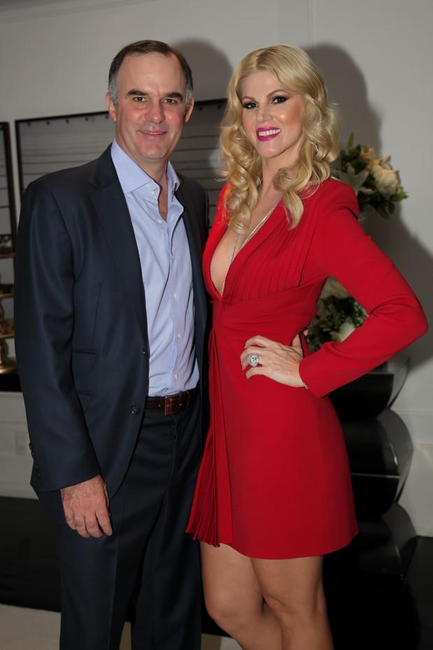 Val Marchiori comemora aniversário com o namorado Carlos Peyrelongue (Foto: Marcos Ribas/Divulgação)