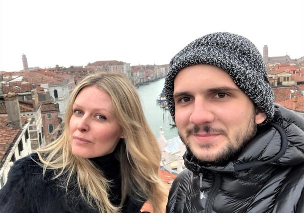 Dani Pizetta e seu afilhado, Vini, em Veneza (Foto: Divulgação)