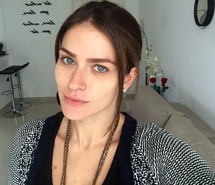 Renata Longaray faz selfie de cara limpa, sem nenhuma maquiagem (Foto: Arquivo Pessoal)